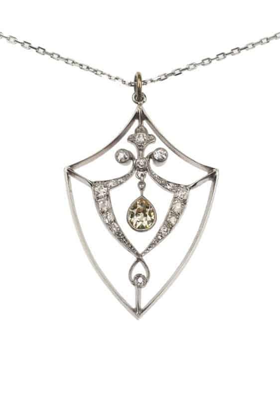 Antique-Jewellery-Berlin-Verlobungsringe-Eheringe-Antikschmuck-Herrenschmuck-Fachgeschäft-in-Berlin-Mitte-Photo-©-2018-Antique-Jewellery-Berlin-Antike-Verlobungsringe-1908