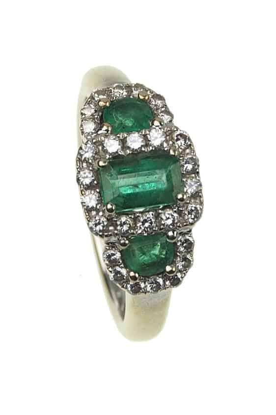 Vintage-Verlobungsring-mit-Diamanten-und-Smaragden-um-1960-Photo-©-2017-RHEINFRANK-Antique-Jewellery-Berlin-Antike-Verlobungsringe-Antikschmuck-994a