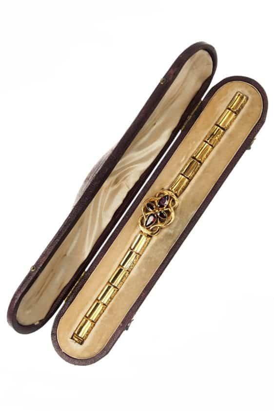 antikes-Goldarmband-in-der-Originalbox-309