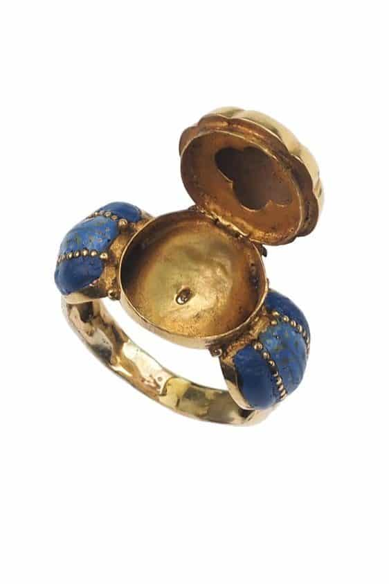 Antique-Jewellery-Berlin-Verlobungsringe-Eheringe-Antikschmuck-Fachgeschäft-in-Berlin-Mitte-Photo-©-2019-Antique-Jewellery-Berlin-Antike-Verlobungsringe-2288b
