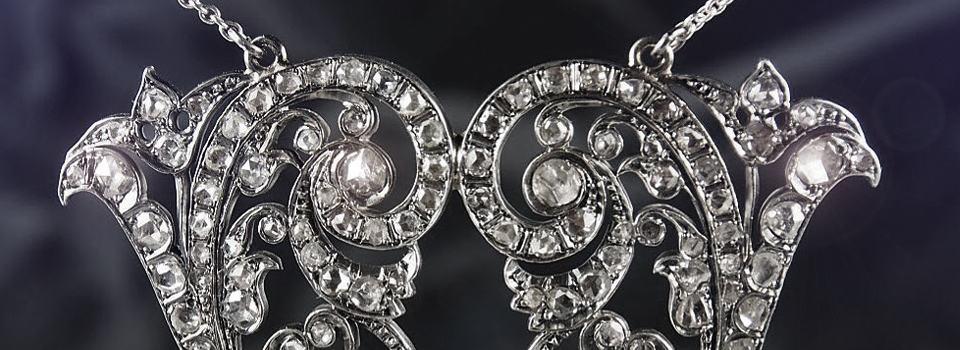 Geschwungener Kettenanhänger aus Silber