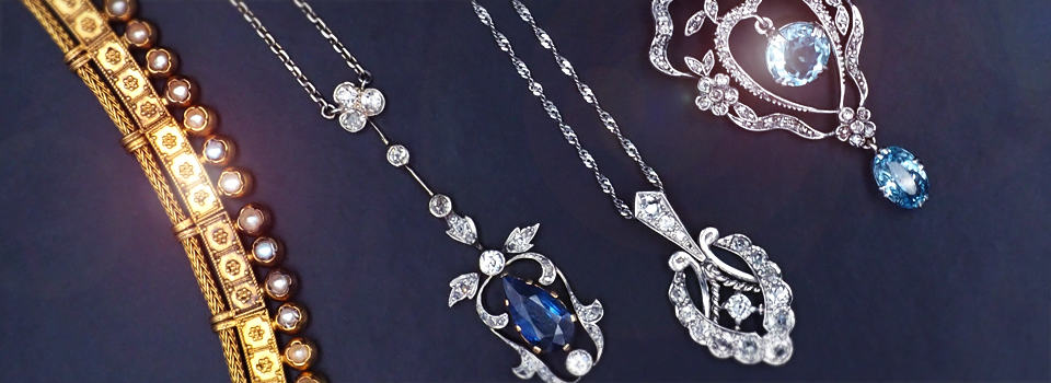 Antike Colliers und Halsketten mit Edelsteinen