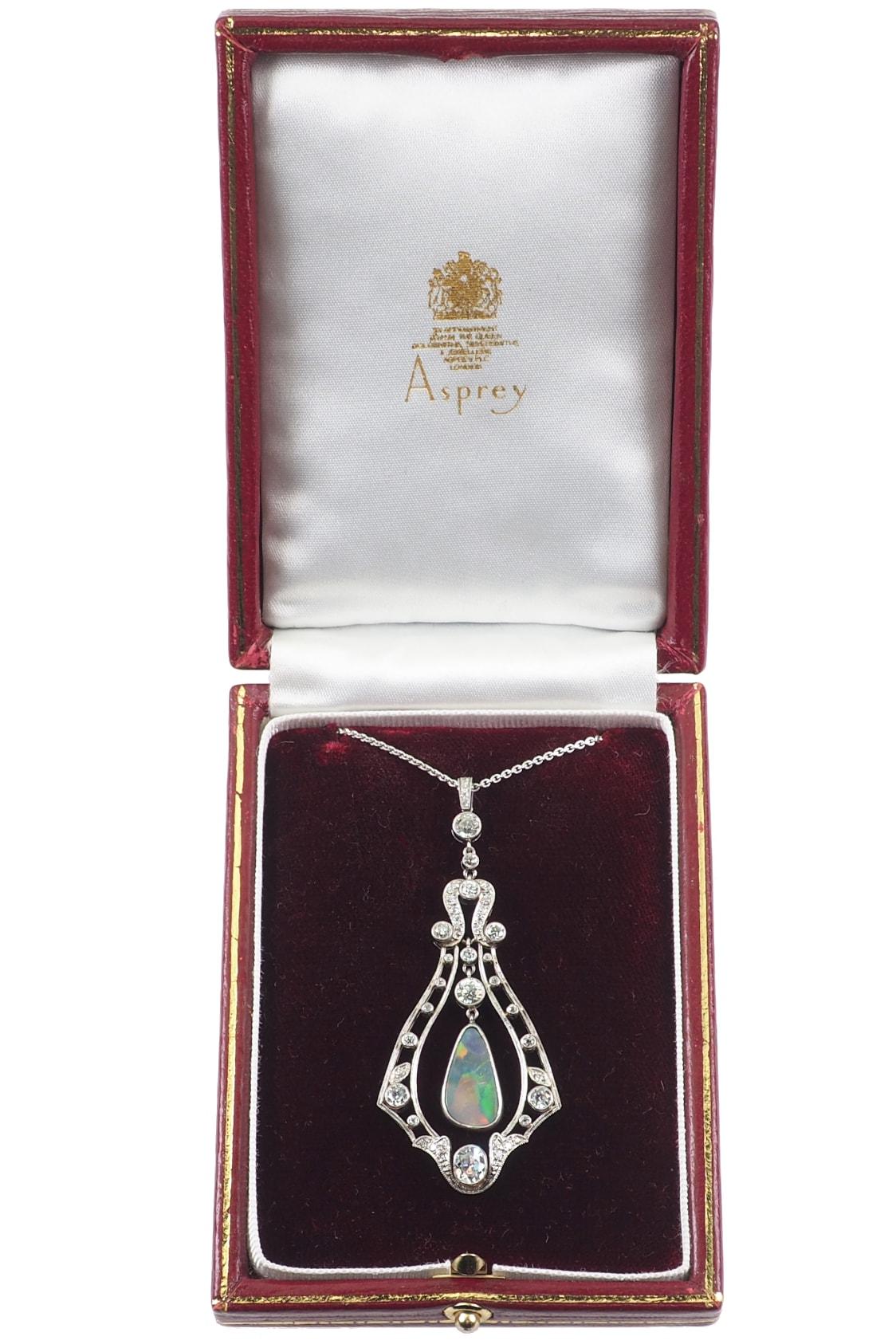 luxurious-antique-jewellery-2827